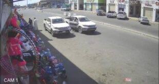 d52a01ff e2a6 4115 ab46 ea2ae13bdc9f 310x165 - شاهد فيديو لسرقة سيارة بوضع التشغيل في جدة وصاحبها آخر من يعلم !!