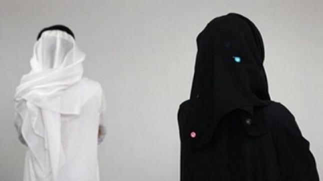 مواطنة تطالب بخلع زوجها بسبب لعبة على موبايله